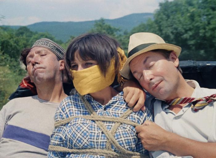 кадр из комедии «Кавказская пленница»