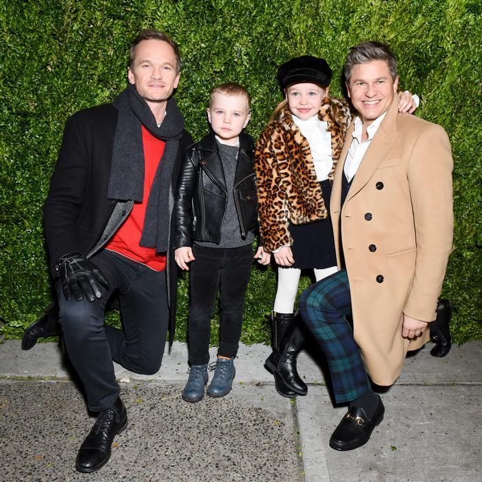 Нил Патрик Харрис и Дэвид Бартка с детьми.