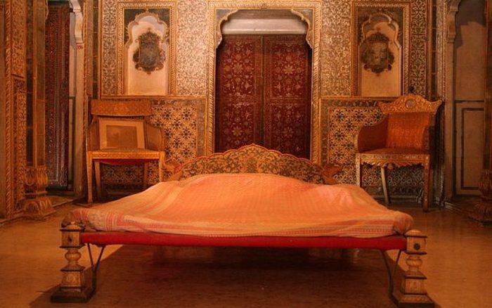 Королевская спальня в Чандра Махал.
