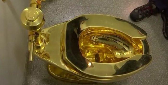 Золотой унитаз для президента Трампа.