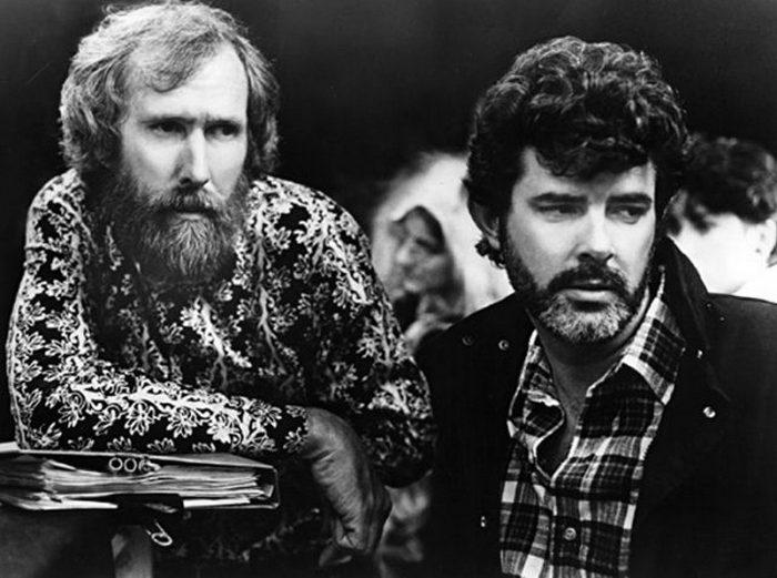 Режиссер Джим Хенсон (слева) и Джордж Лукас работают над «Лабиринтом» в 1986 году.