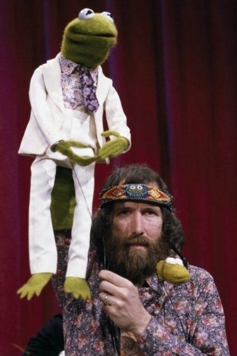 Джим Хенсон - создатель и продюсер телевизионной программы «Маппет-шоу» с Лягушонком Кермитом.