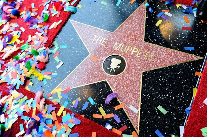 Джим Хенсон был удостоен звезды в 1991 году за достижения в телевизионной индустрии. И его маппеды тоже.