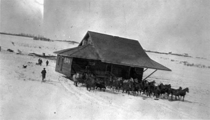 «Переброска» дома из Кресвика в Аллендейл примерно в 1905 году
