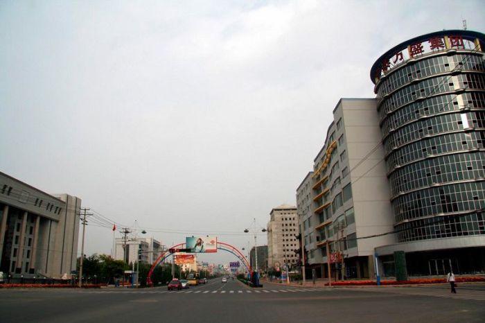 Кангбаши: несколько машин и один человек — необычная картина для Китая