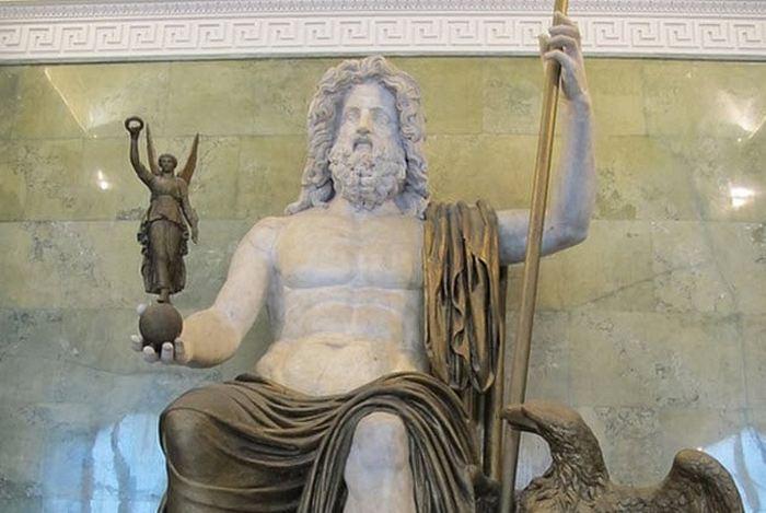 Император против Юпитера.