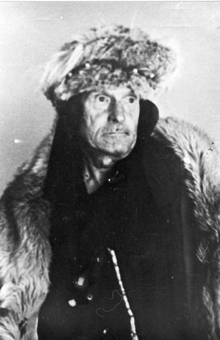 Экзотический внешний вид и эксцентричное поведение не мешали Калмыкову отлично выполнять свою работу декоратора.
