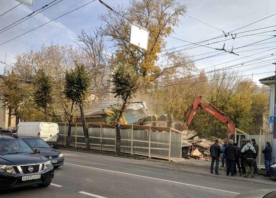 13 октября в центре Калуги появился экскаватор.