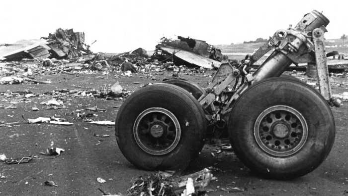 По каким причинам произошли крупнейшие авиакатастрофы, и кому в них посчастливилось выжить