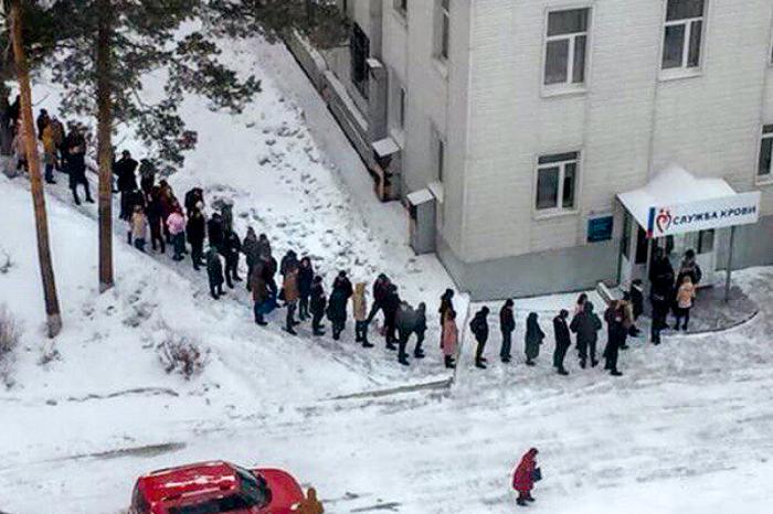 Очередь из желающих сдать кровь в Кемерово.