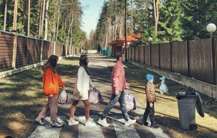 Семья футболиста Кержакова косплеит обложки музыкальных альбомов.