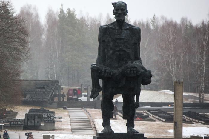 75 лет со дня трагедии в Хатыни: Кто и за что уничтожил белорусскую деревню.