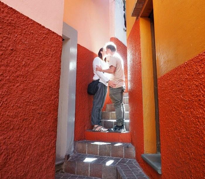 Поцелуи по-мексикански.