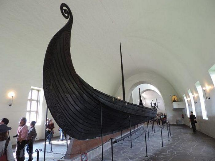 Музей кораблей викингов — Осебергская ладья.
