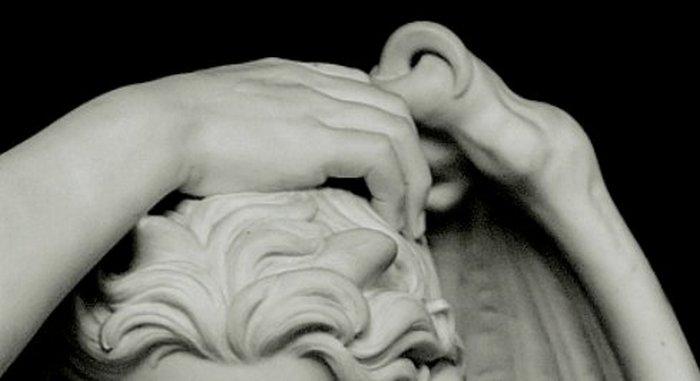 Рога или сочетание анатомии человека и животного.