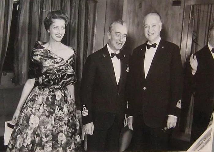 Именно муж Марины Шаляпиной организовал и провел в Венеции первый кинофестиваль, а в 1937 году открыл крупнейшую в Европе киностудию.
