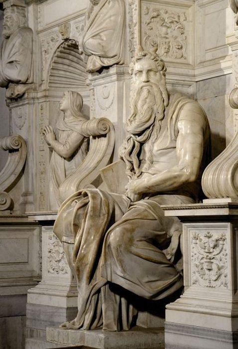 Статуя «Моисея» работы Микеланджело в церкви Сан-Пьетро-ин-Винколи, Рим