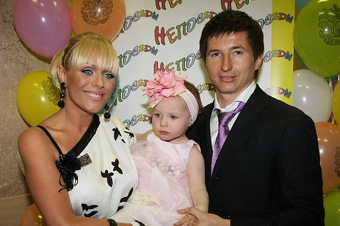 Юлия Началова с Евгением Алдониным и дочерью Верой.