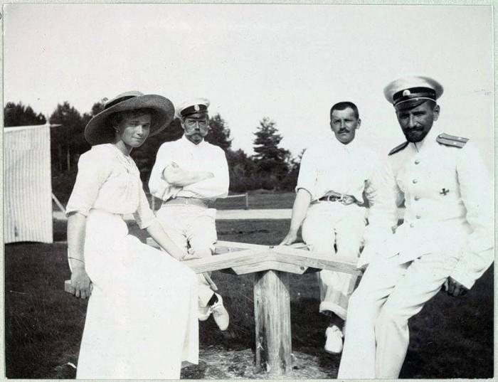 Ольга, император Николай II, Павел Воронов и его друг.