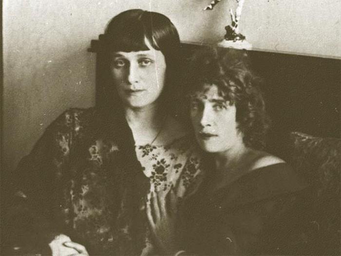 Подруги: Анна Ахматова и Паллада Богданова-Бельская.