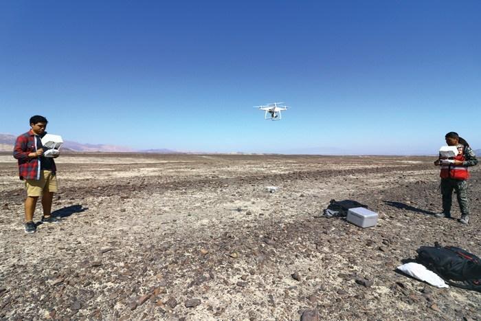 Технология беспилотных дронов позволяет исследовать большие территории. Здесь команда ищет новые участки на плато Пальпа.