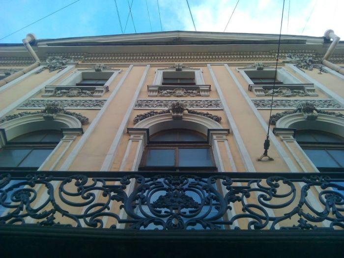 Окна Дома Пиковой дамы.