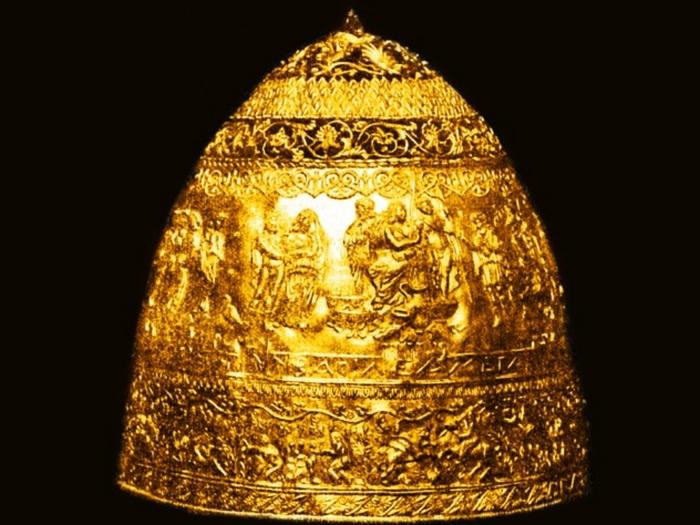 Золотая корона в Лувре.
