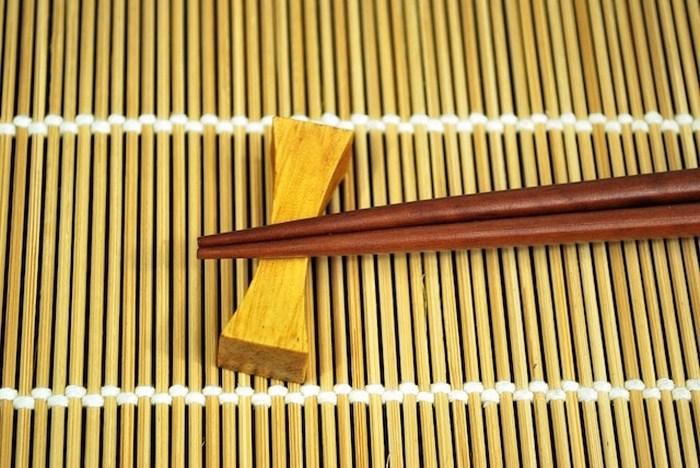 Кости, пепел и китайские палочки.