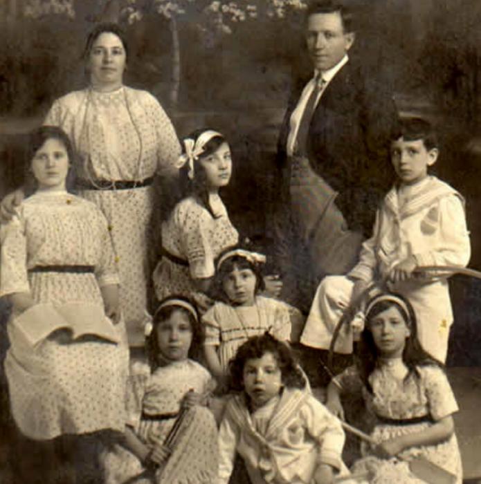 Семья Русаковых.