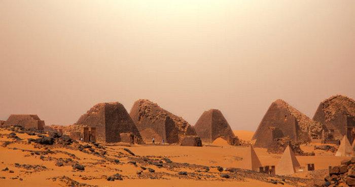 Пирамид в Судане больше, чем в Египте.