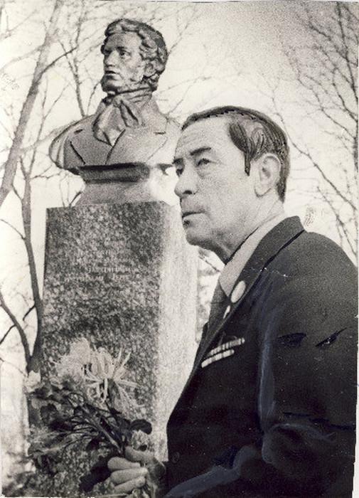 Сергей Евгеньевич Клименко (1918 – 1990), праправнук поэта, командир приборного отделения зенитной батареи.