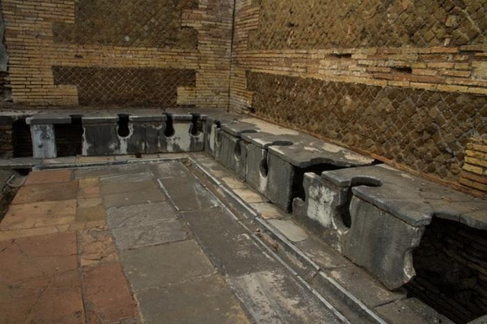 Бесплатная вода и туалеты.