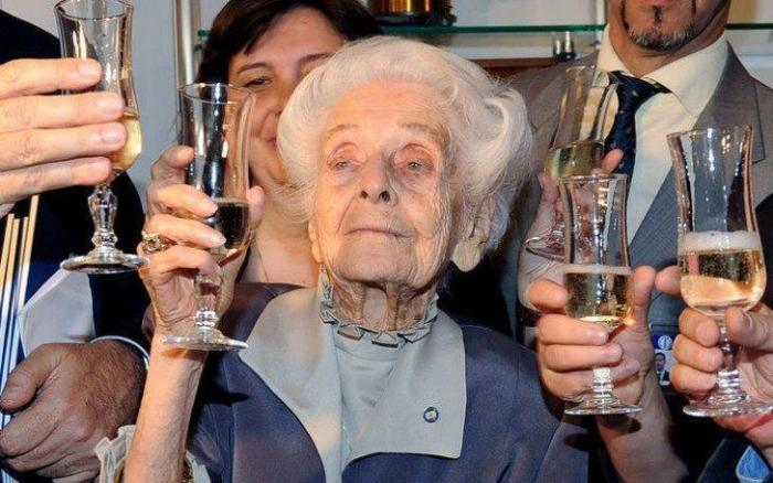 Шампанское в 100-летний юбилей.