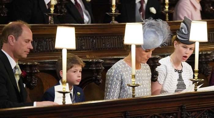 Príncipe Edward e sua esposa, Princesa Sophie, e com filhos.