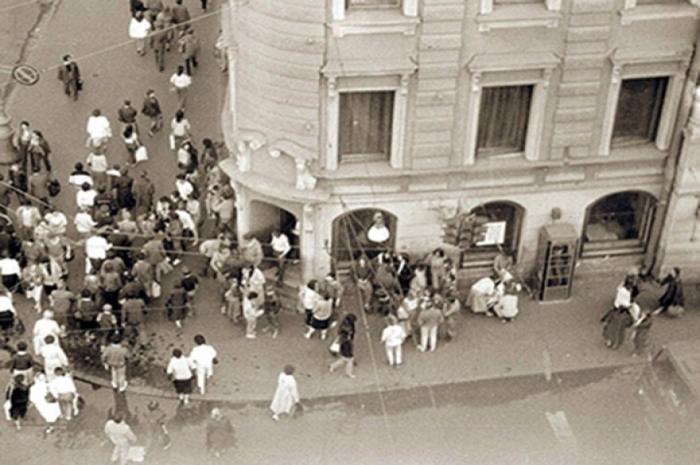 1986 г., кафе Сайгон на углу Невского и Владимирского проспектов в Ленинграде.