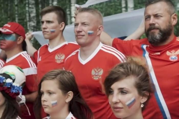 Российские болельщики записали музыкальный ответ исландцам.