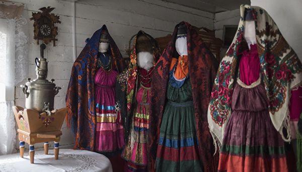 Женские национальные костюмы семейских.