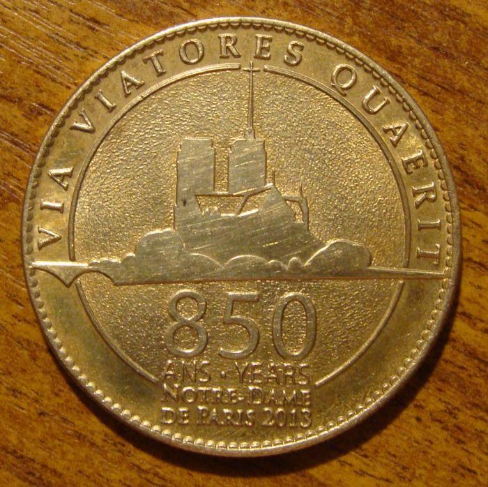 Коллекционная монета, выпущенная в 850-летию собора.