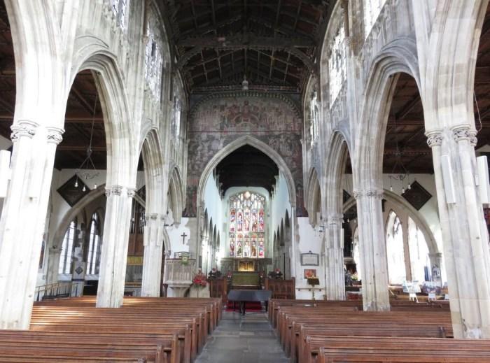 Интерьер церкви Святого Томаса и Святого Эдмунда.