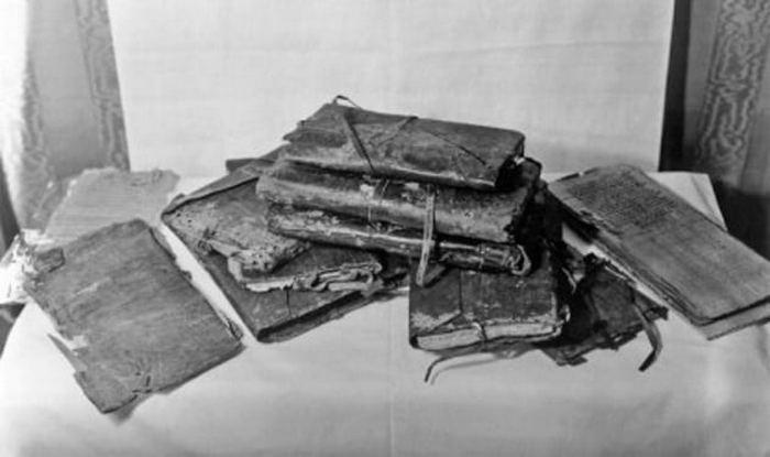 Кодексы Наг-Хаммади с единственным полным текстом Евангелия от Фомы.
