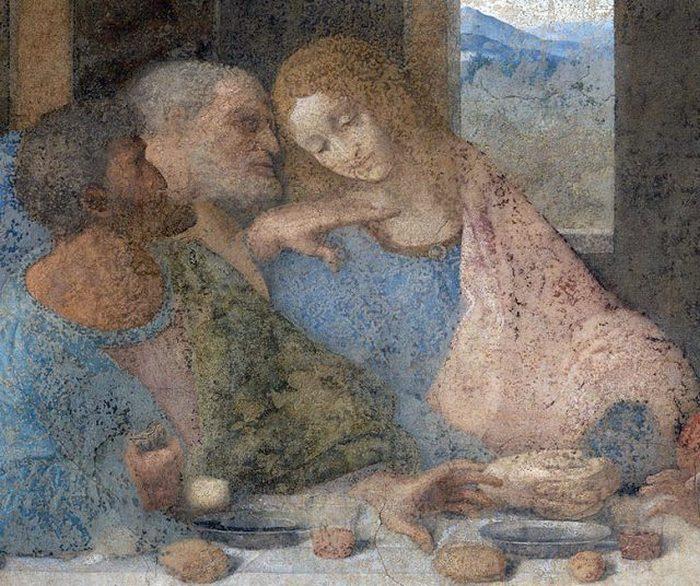 справа от Иисуса изображен его любимый ученик Иоанн