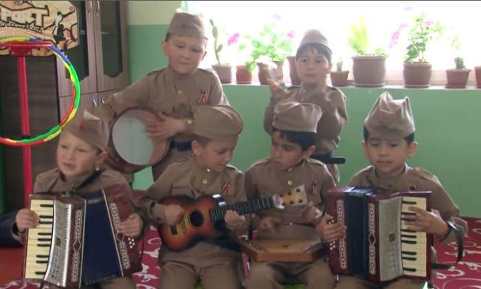 Таджикские детсадовцы спели «Смуглянку» и стали звёздами Интернета