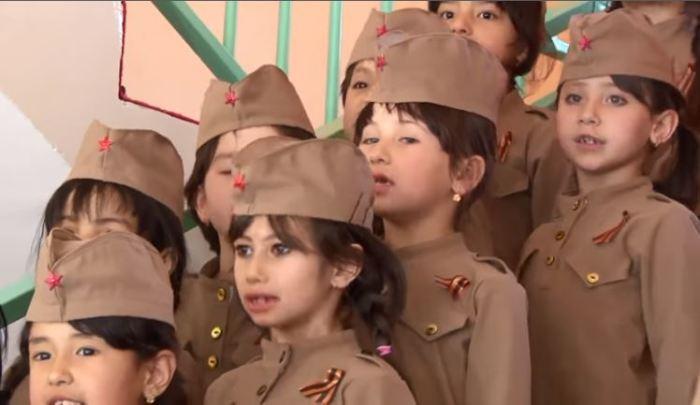 Девочки из детского хора.