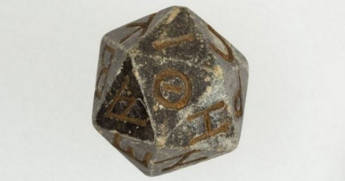 Священный двадцатигранный кубик.
