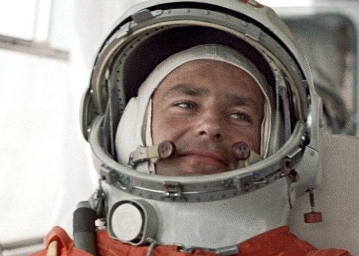 Второй космонавт планеты Земля Герман Титов.