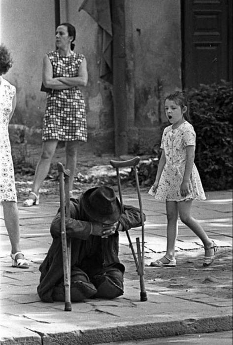 Послевоенные нищие. «Где ты был?..» Автор фото Игорь Гаврилов.