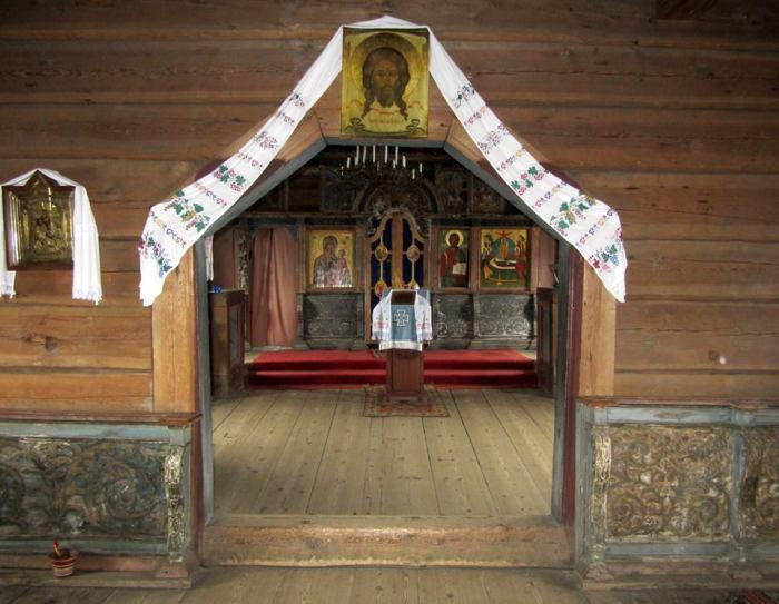 Внутреннее убранство Успенского храма.
