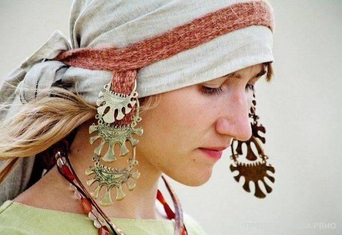 Какие украшения носили простые люди в Древней Руси.