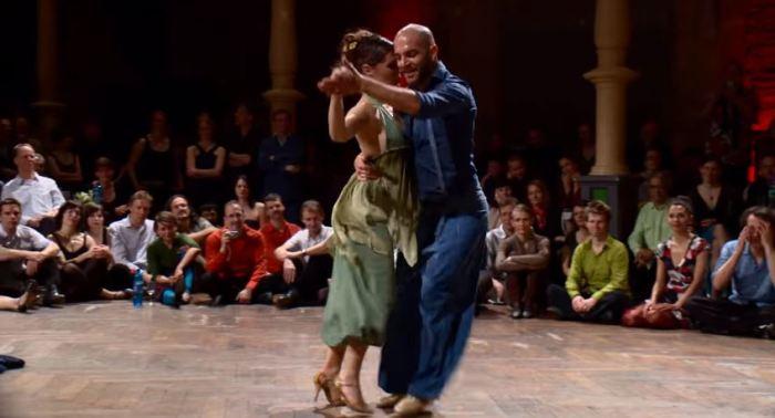 Весёлое танго, которое поднимает настроение.