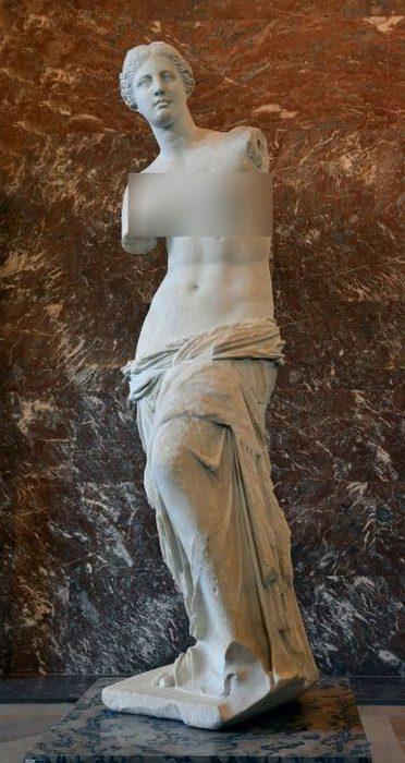 Венера Милосская на выставке в Лувре.